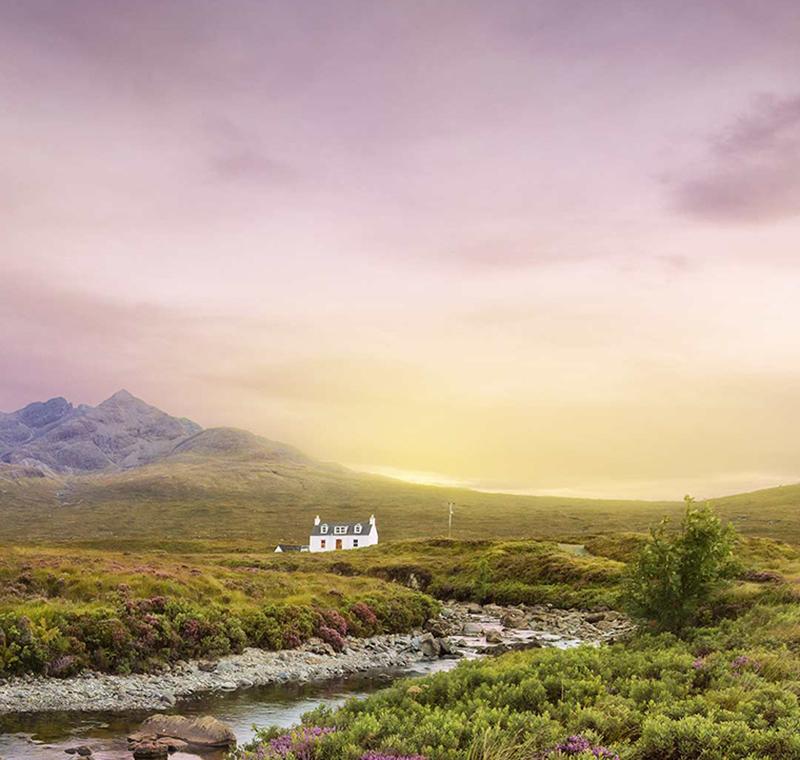 Einsames Haus in den schottischen Highlands