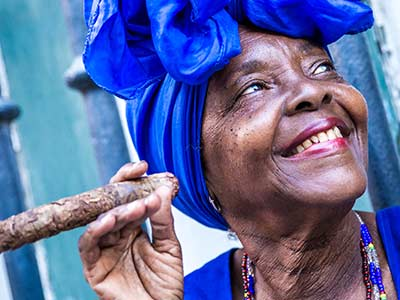 Kuba - Frau mit Zigarre