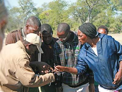 Rundreise Namibia Khwe Spurenleser
