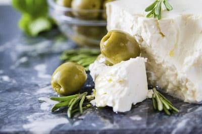 Typisches griechisches Essen - Feta und Oliven