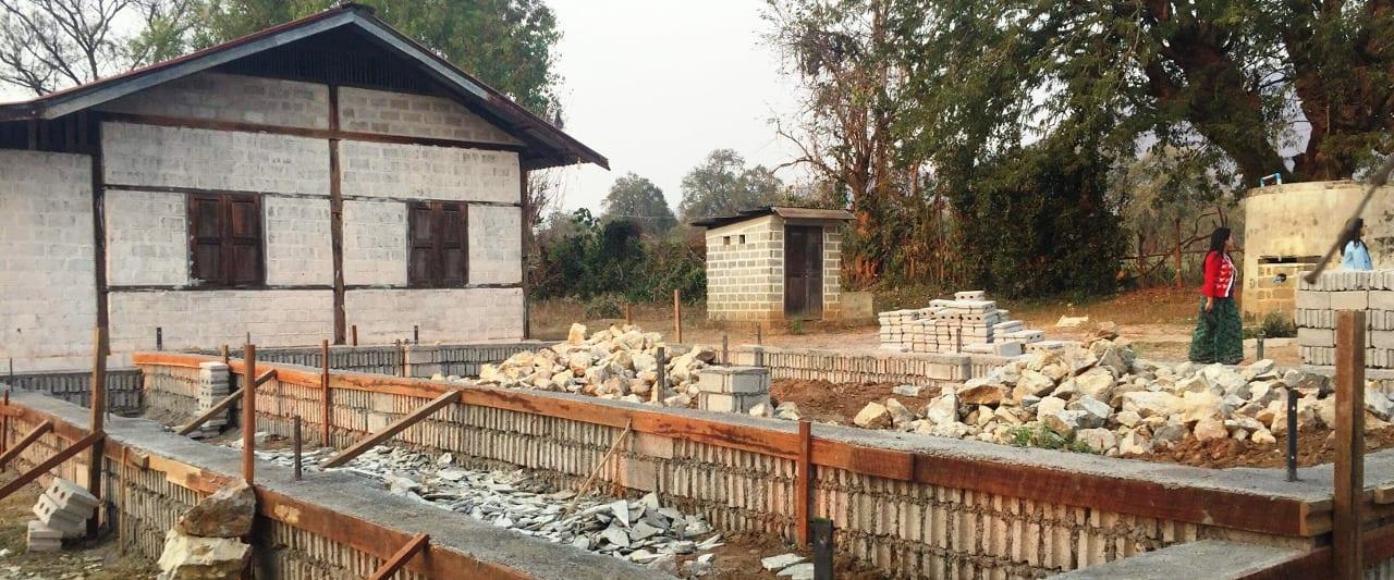 Baustelle vpr der Amaka Basic Primary School in Myanmar am Inle See