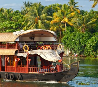 Hausboot in den Backwaters in Indien