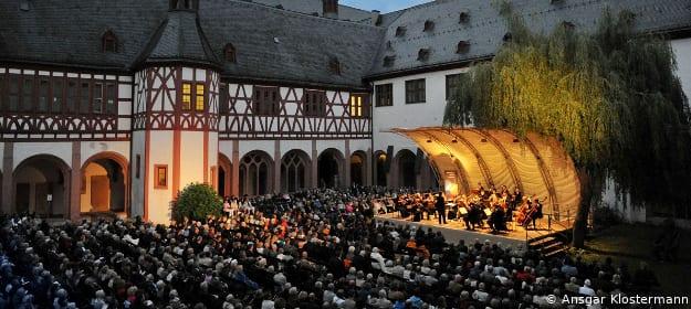 Konzert im Innenhof des Klosters Eberbach beim Rheingau Musikfestival