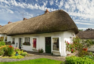 Reetdachhaus in Irland