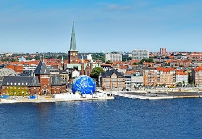 Blick vom Wasser auf Aarhus, Dänemark
