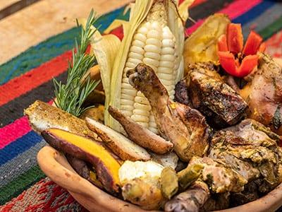 Typisches Fleischgericht in Peru
