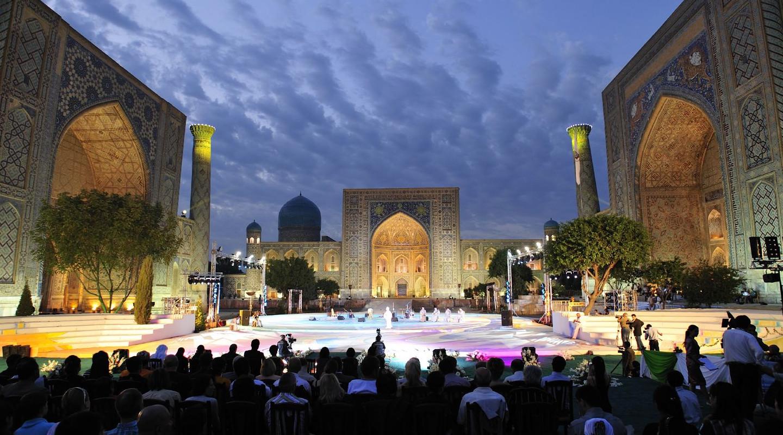 Reisebericht Usbekistan: Lichtershow Registan-Platz Samarkand